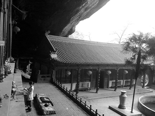 2010年5月3日12时27分,摄于略阳县灵崖寺。