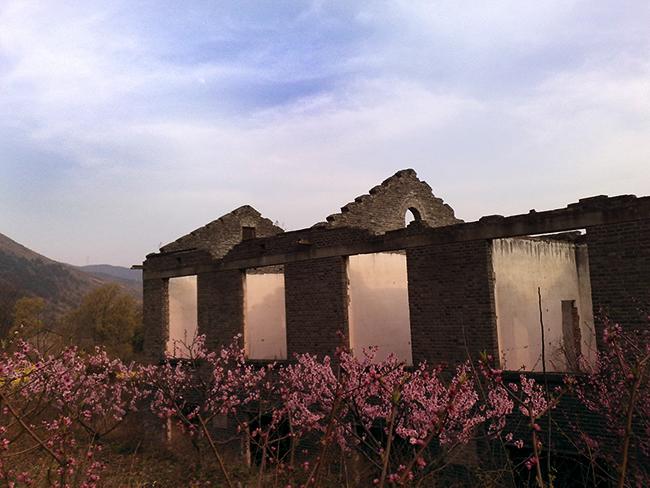 2010年3月27日17时59分,摄于河东店边城山下。